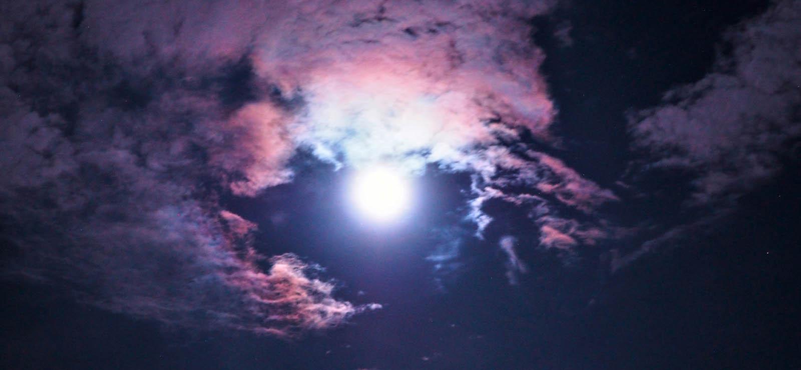 新月の願いごとに必死なあなたへ。いつだって願えばいいじゃない。叶うときと叶わないときの差について。