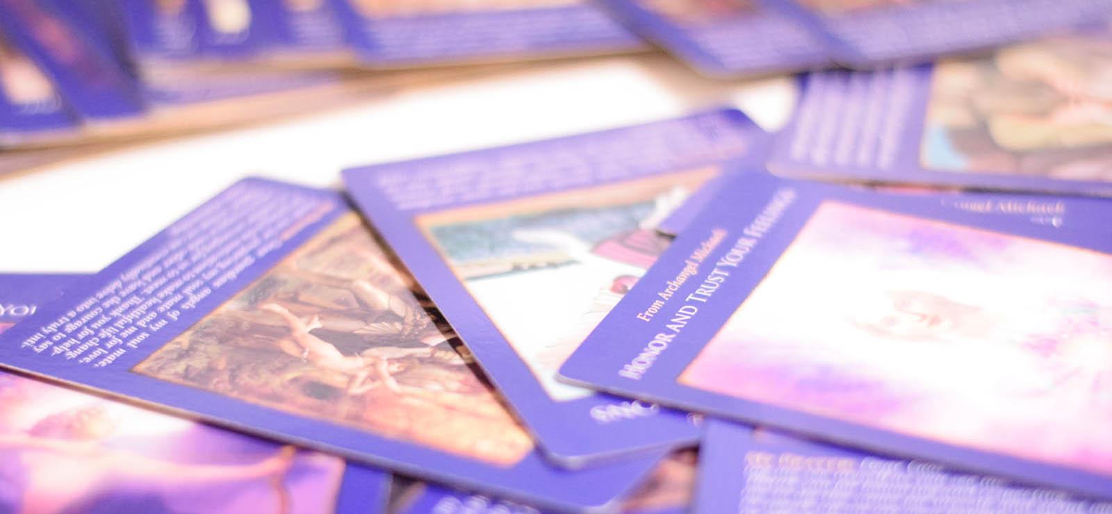おすすめの人気オラクルカード9選。初心者向け、使いやすい種類、選び方。