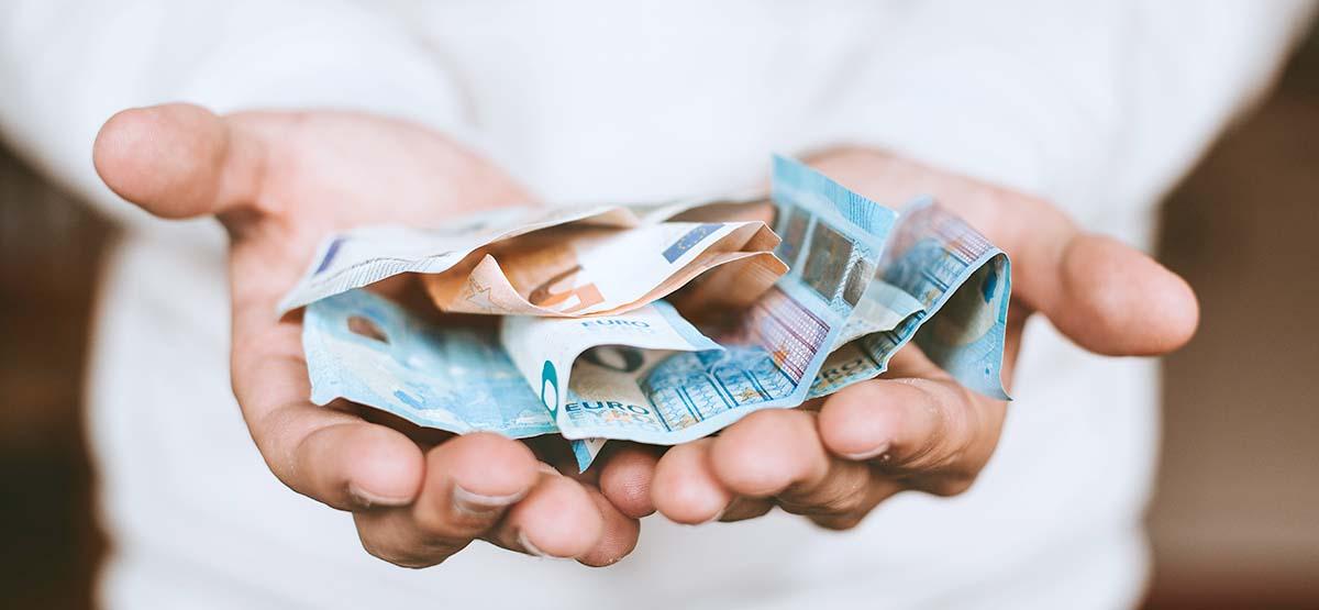 お金に困る人のパターン!スピリチュアル的な見解ではお金の不安や悩みはダミー。