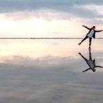 """鏡の法則とは。幸せになりたいなら、""""今""""幸せな心を作ろう。"""