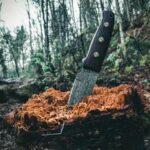 気に刺さるナイフ