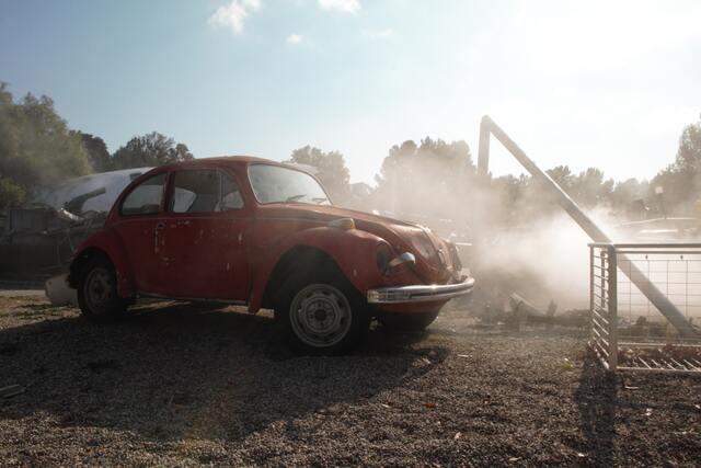 事故にあった赤い車