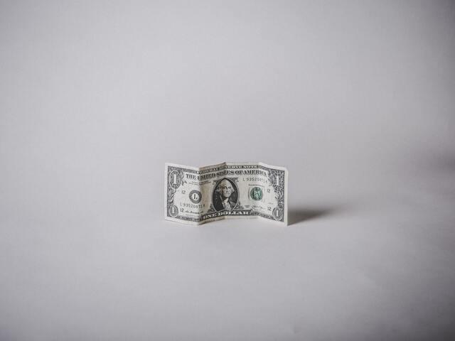 お金を拾う夢のスピリチュアルな意味!金運が上がる?