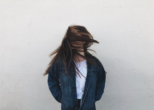 髪の毛が抜ける夢の意味!自信喪失?不調の前触れ?
