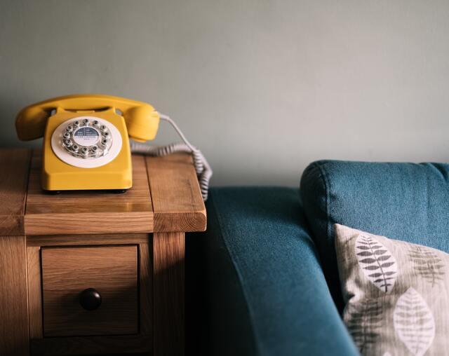 【開運夢占い】電話がかかってくる夢・繋がらない夢など。電話の夢の意味とは?